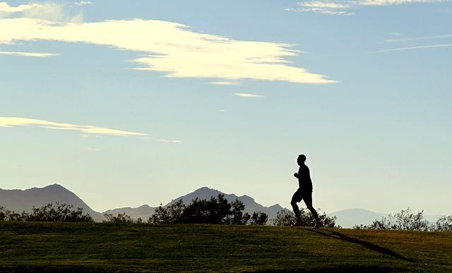 running_sky_mountain_motivation