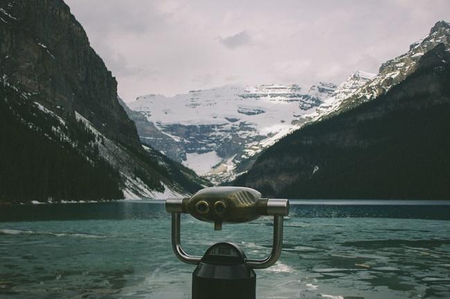 Binoculars_mountains_lake.jpg