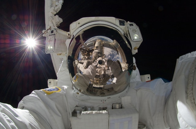 astronaut-spacewalk-iss-tools