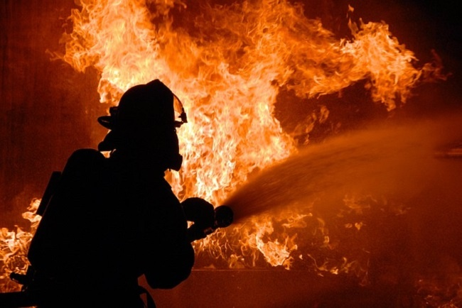 The reactive leader is a firefighter